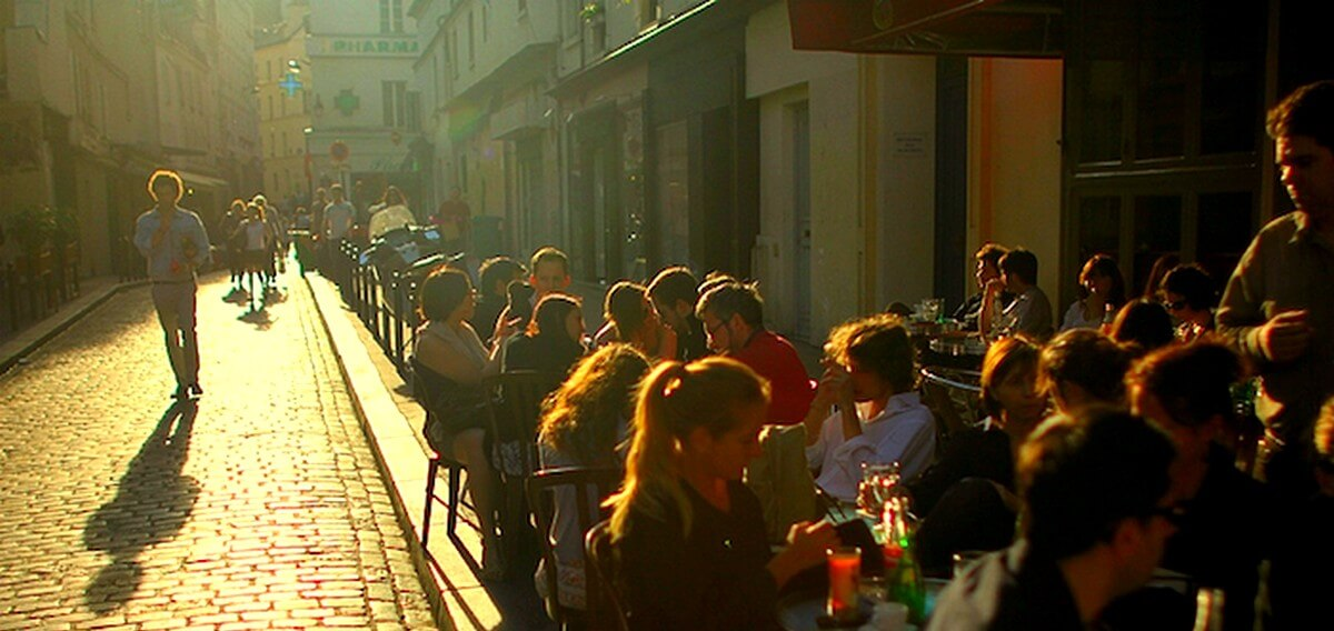 Dialoog Frans: Une rencontre; gesprek ontmoeting Frans.Rue Mouffetard Paris