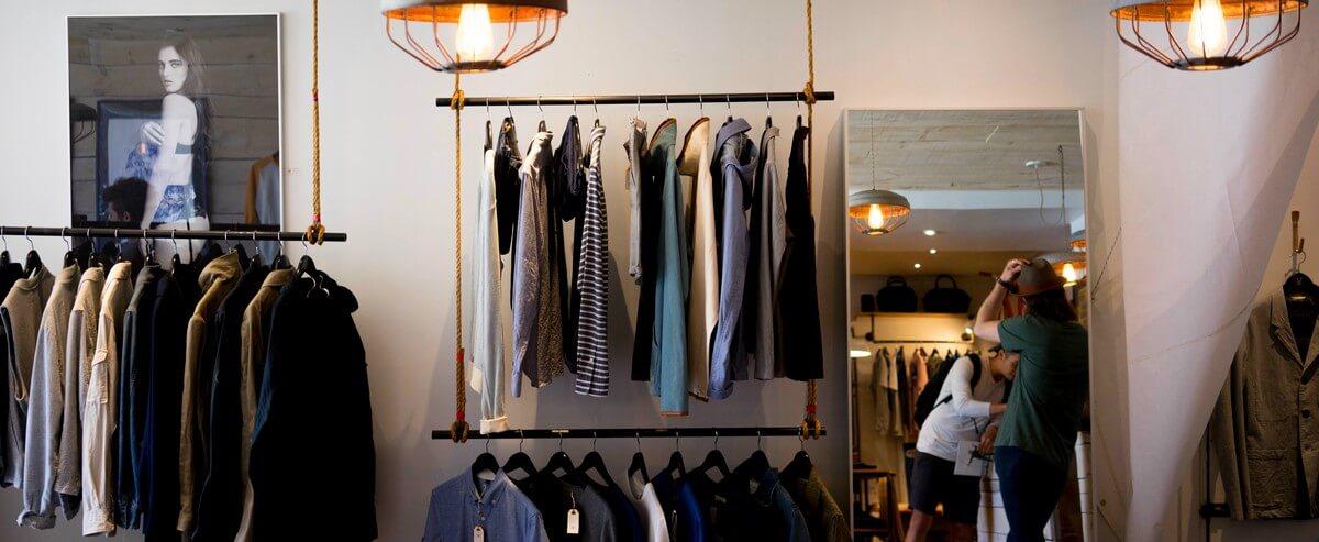 In een Franse kledingwinkel, gesprekje in een Franse winkel, wat zeg je in een Franse winkel, dialoog in het Frans in de winkel, Frans spreken in een winkel