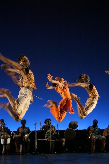 La Danse africaine, le travail de Georges Momboye. Georges Momboye, danseur-chorégraphe. didactische video's, texte scholen, docenten, texte audio Uitgeverij gespreksvaardigheid oefenen, erk-normen methode spreekvaardigheid, Georges Momboye